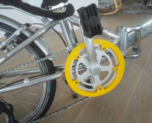 Close up 3D geprinte broekbeschermer Dahon Helios